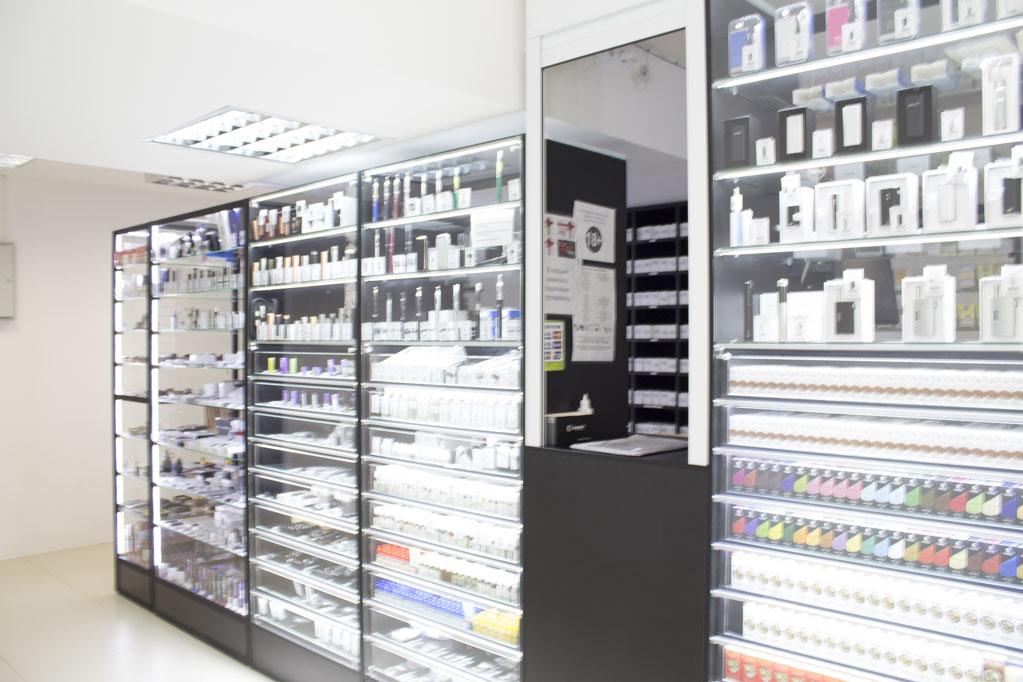 Магазин Электронных сигарет в Новосибирске ул.Высоцкого 33; витрина 2
