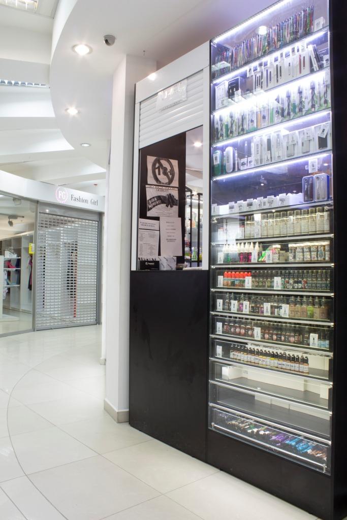 Магазин Электронных сигарет в Новосибирске в ТЦ Виндзор Вокзальная магистраль 5/1 вид слева