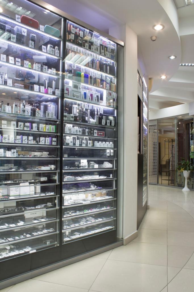 Магазин Электронных сигарет в Новосибирске в ТЦ Виндзор Вокзальная магистраль 5/1 вид справа